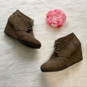 Dream Pairs wedge lace up booties, size 9